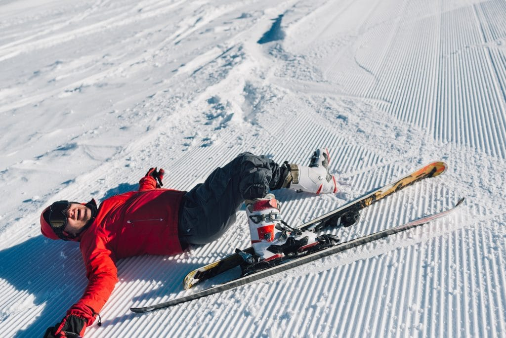 competitor fell while skiing