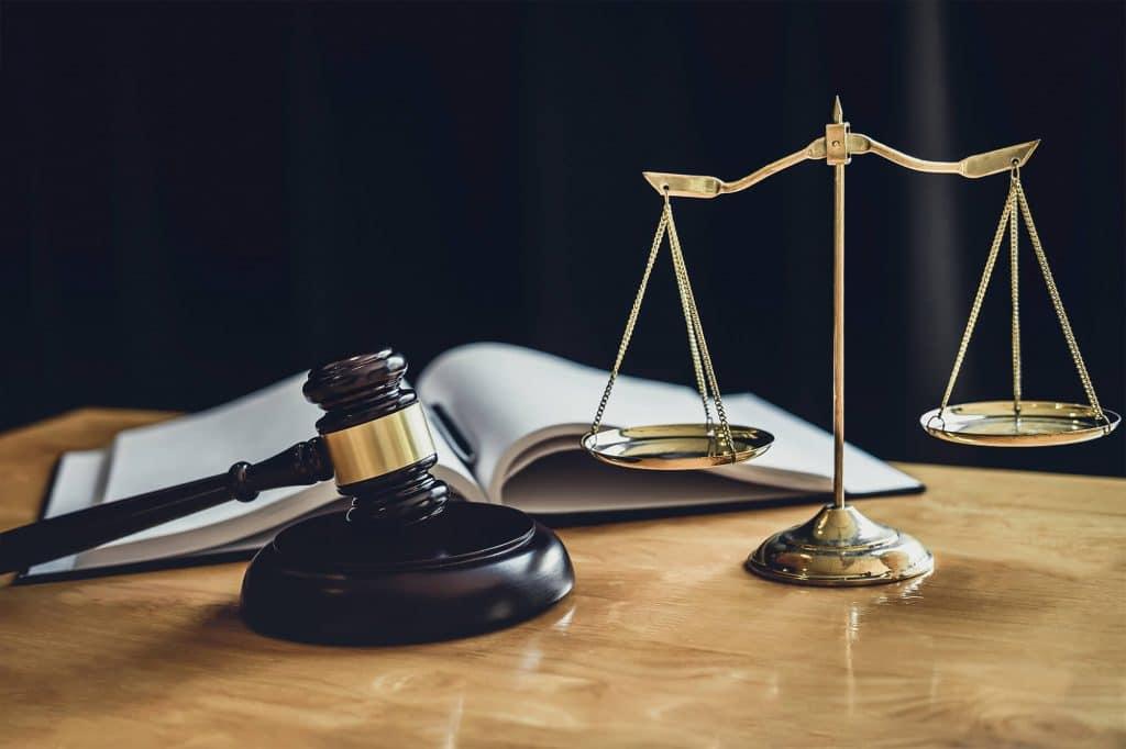 sos diritto penale, martello e bilancia